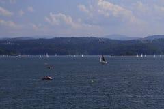 Schiffe auf dem See Lizenzfreies Stockbild