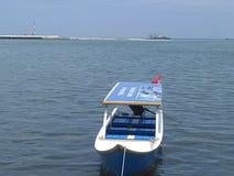 Schiffe auf dem Strand Losari, Stockfotos