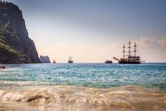 Schiffe auf dem Strand von Kleopatra Stockfotografie