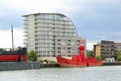 Schiffe auf der Themse Lizenzfreie Stockbilder