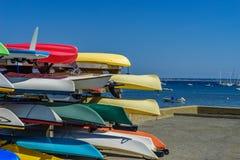 Schiffe, Boote und Kajaks auf dem Gestell im Provincetown Marina Cape Cod Provincetown MA US lizenzfreie stockfotografie