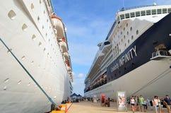 Schiffe festgemacht beim Cozumel, Mexiko-Kreuzschiff-Anschluss stockbild