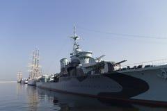 Schiffe festgemacht im Hafen Stockfotografie