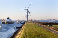 Schiffe festgemacht im Hafen von Rotterdam stockfotografie