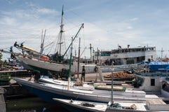Schiffe am Hafen Lizenzfreie Stockfotos