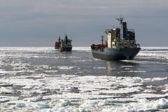 Schiffe im Eis Lizenzfreies Stockfoto