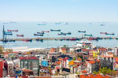 Schiffe im Hafen des Bosphorus in Istanbul Lizenzfreies Stockfoto