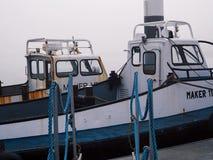 Schiffe im Nebel lizenzfreies stockbild