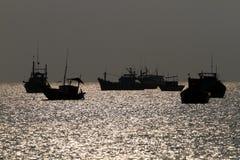 Schiffe festgemacht im Hafen Lizenzfreies Stockfoto