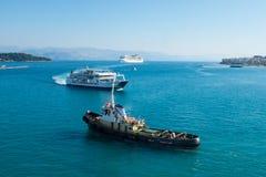 Schiffe in Meer Lizenzfreie Stockfotos