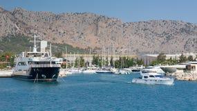 Schiffe und Yachten im Hafen von Antalya Lizenzfreies Stockfoto