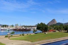 Schiffe und Yachten in Marina da Gloria, Rio de Janeiro lizenzfreie stockfotografie