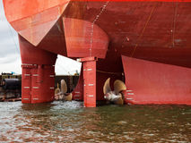 Schiffs-Propeller im Wasser Stockfotos