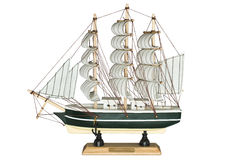 Schiffs-Segelboot-hölzernes Modell auf einem weißen Hintergrund Stockbild