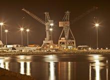 Schiffsbautechnik nachts, Newport-Nachrichten, Virginia lizenzfreie stockfotos