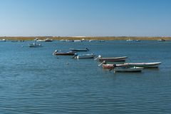 Schiffsbootsfischer auf dem Fluss stockfoto