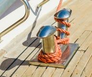 Schiffspoller auf Yacht Stockfotografie