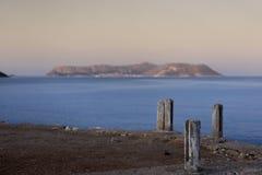 Schiffspoller vor dem Meer und der Insel von Kastelorizo, Griechenland Lizenzfreies Stockfoto