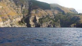 Schiffsreise um Capri-Insel stock video footage
