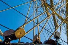Schiffsrigg und -Sicherheitsseil stockbilder