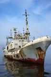 Schiffswrack auf dem Ozean Stockbilder