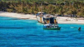 Schiffswrack auf dem Strand des großartigen Türken lizenzfreie stockbilder