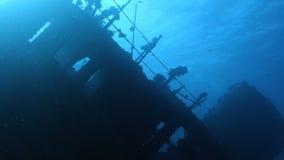 Schiffswrack auf Meeresgrund stock footage
