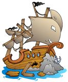 Schiffswrack mit Felsen Lizenzfreie Stockfotos