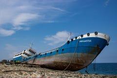 Schiffswrack in Qawra, Malta lizenzfreie stockfotos