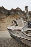 Schiffswrack und Klippen in Skansbukta, Svalbard Lizenzfreies Stockbild