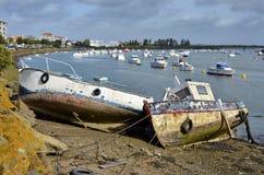 Schiffswracke im Hafen von Heilig-Gilles-Croix-De-Konkurrieren lizenzfreie stockfotos
