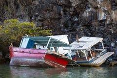 Schiffswracks auf den Felsen Stockbilder