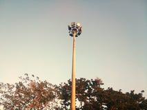 Schijnwerper in een openbaar park in de avond Stock Afbeeldingen