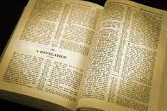 Schijnwerper op de bijbel stock foto
