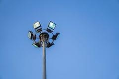 Schijnwerper post en blauwe hemel Stock Foto's