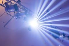 Schijnwerper reeks van het hangen licht projectstraal het gloeien licht royalty-vrije stock foto's