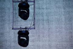 Schijnwerpers in twee stadia bij een rotsfestival royalty-vrije stock afbeelding