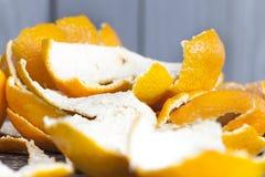 schil van gepelde mandarins stock afbeeldingen