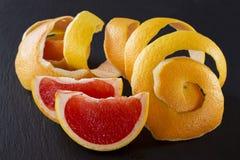 Schil van grapefruit stock afbeeldingen