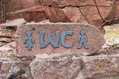 Schild der öffentlichen Toilette des Parks im Freien Lizenzfreie Stockbilder