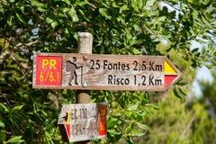 Schild 25 Fontes und Risco Levada auf Madeira Portugal - Reisehintergrund Stockfotos