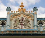 Schild von London auf Turm-Brücke Stockfoto