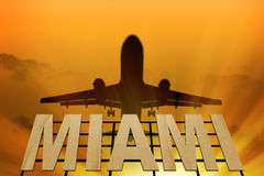 Schild von Miami- und Flugzeugschattenbild Lizenzfreies Stockbild