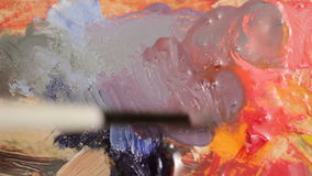 Schilder Preparing Oil Colors voor Canvas het Schilderen Kunst en kunstenaar stock footage