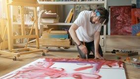 Schilder Works op Vloer stock video