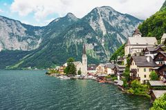 Schilderachtig bergdorp Hallstatt in de Oostenrijkse Alpen stock afbeelding