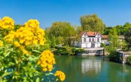 Schilderachtig landschap van de Charente-Rivier bij Cognac, Frankrijk Stock Foto