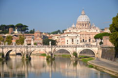 Schilderachtig landschap van St Peters Basilica over Tiber in Rome, Italië Royalty-vrije Stock Foto