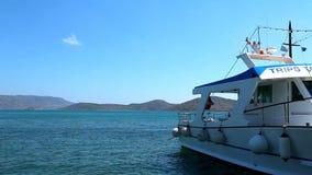 Schilderachtig zeegezicht Schepen en boten in de haven stock footage