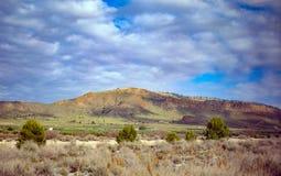 Schilderachtig zuidenlandschap met bergen stock foto's